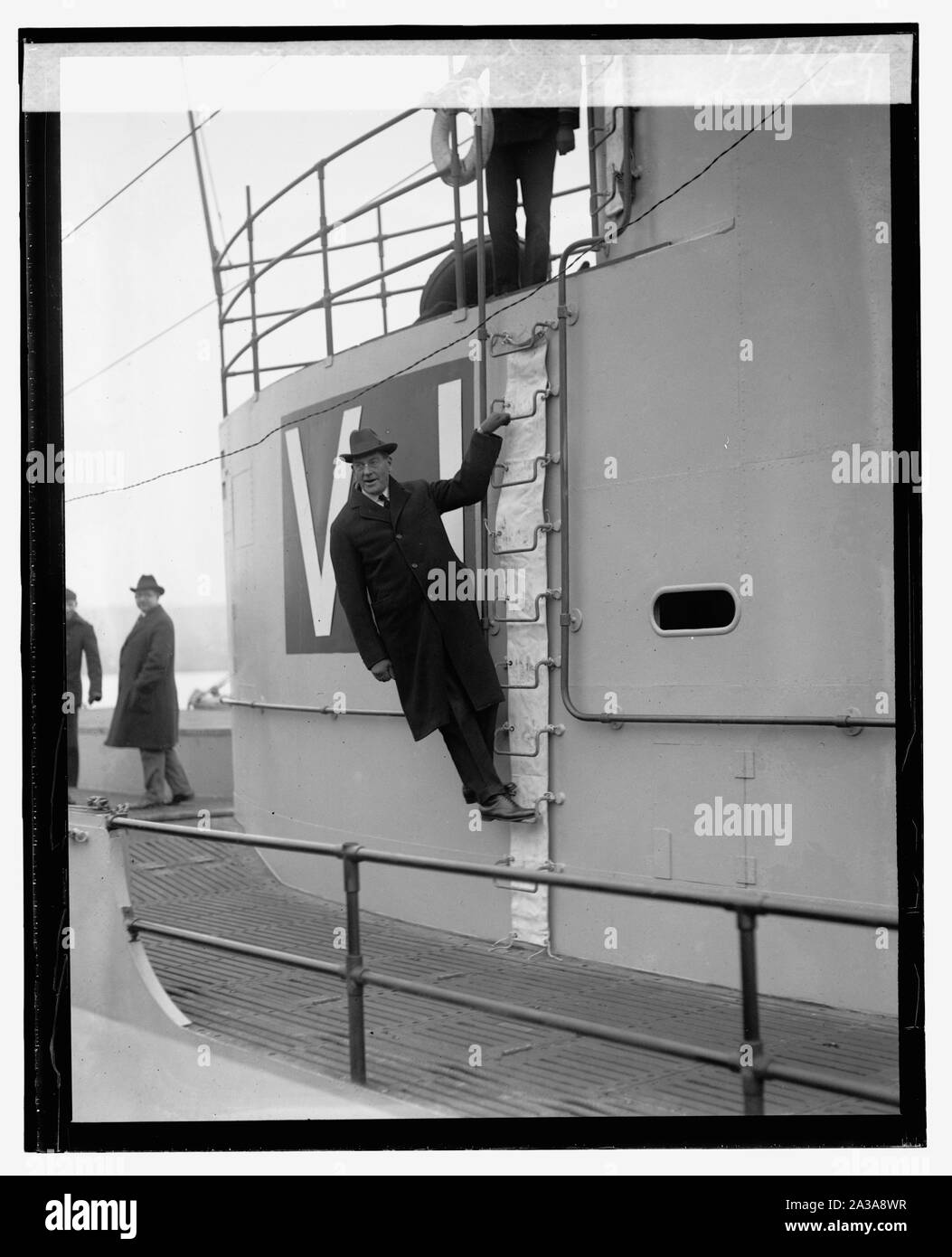 Sec. Wilbur inspecting Sub. V-1 at Navy Yard, 12/3/24 Stock Photo