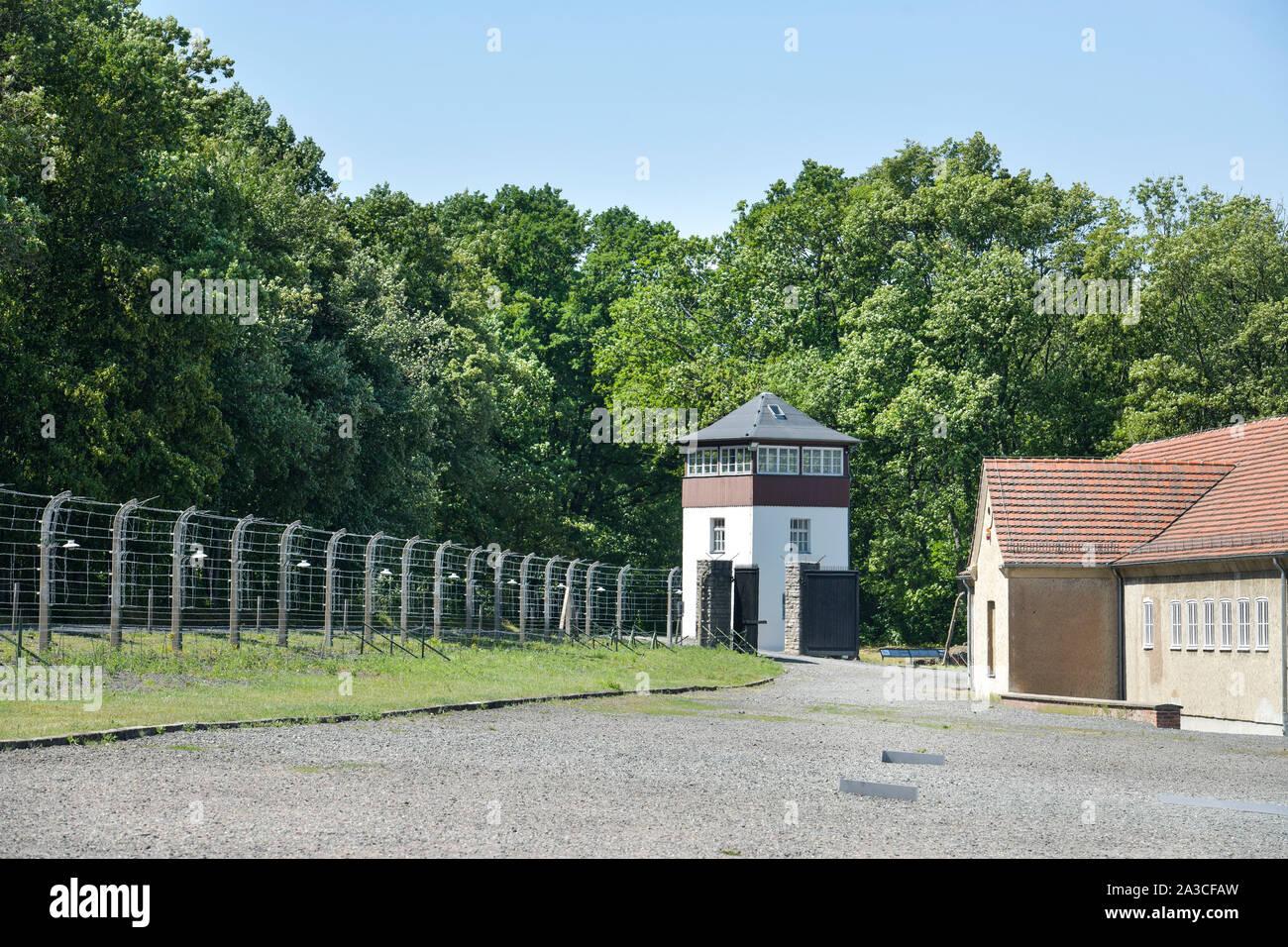 Stacheldraht, Wachturm, Gedenkstätte KZ Buchenwald, Thüringen, Deutschland Stock Photo
