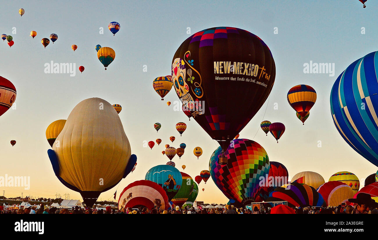 Albuquerque, USA. 7th Oct, 2019. Hot air balloons are seen at the Albuquerque International Balloon Fiesta in Albuquerque of New Mexico, the United States, on Oct. 7, 2019. Credit: Richard Lakin/Xinhua/Alamy Live News Stock Photo
