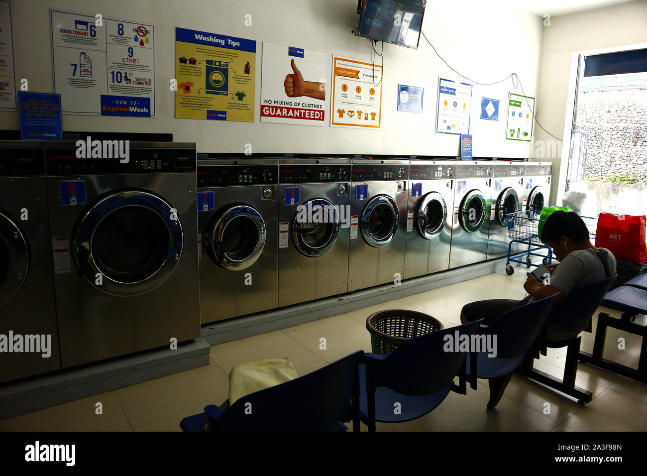 Laundry Shop High Resolution Stock Photography And Images Alamy