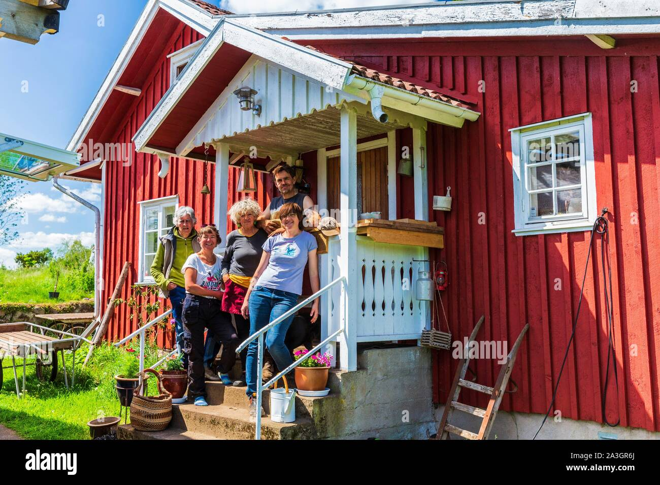 Sweden County Of Vastra Gotaland Hokerum Ulricehamn Hamlet Rochat Family Report The Front House With Elisabeth Pierre And Her Parents And Sonia Stock Photo Alamy