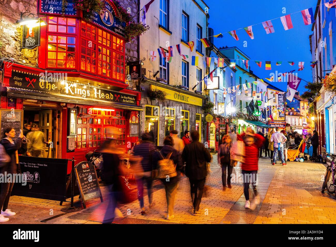 5 BEST First Date Ideas & Spots In Galway