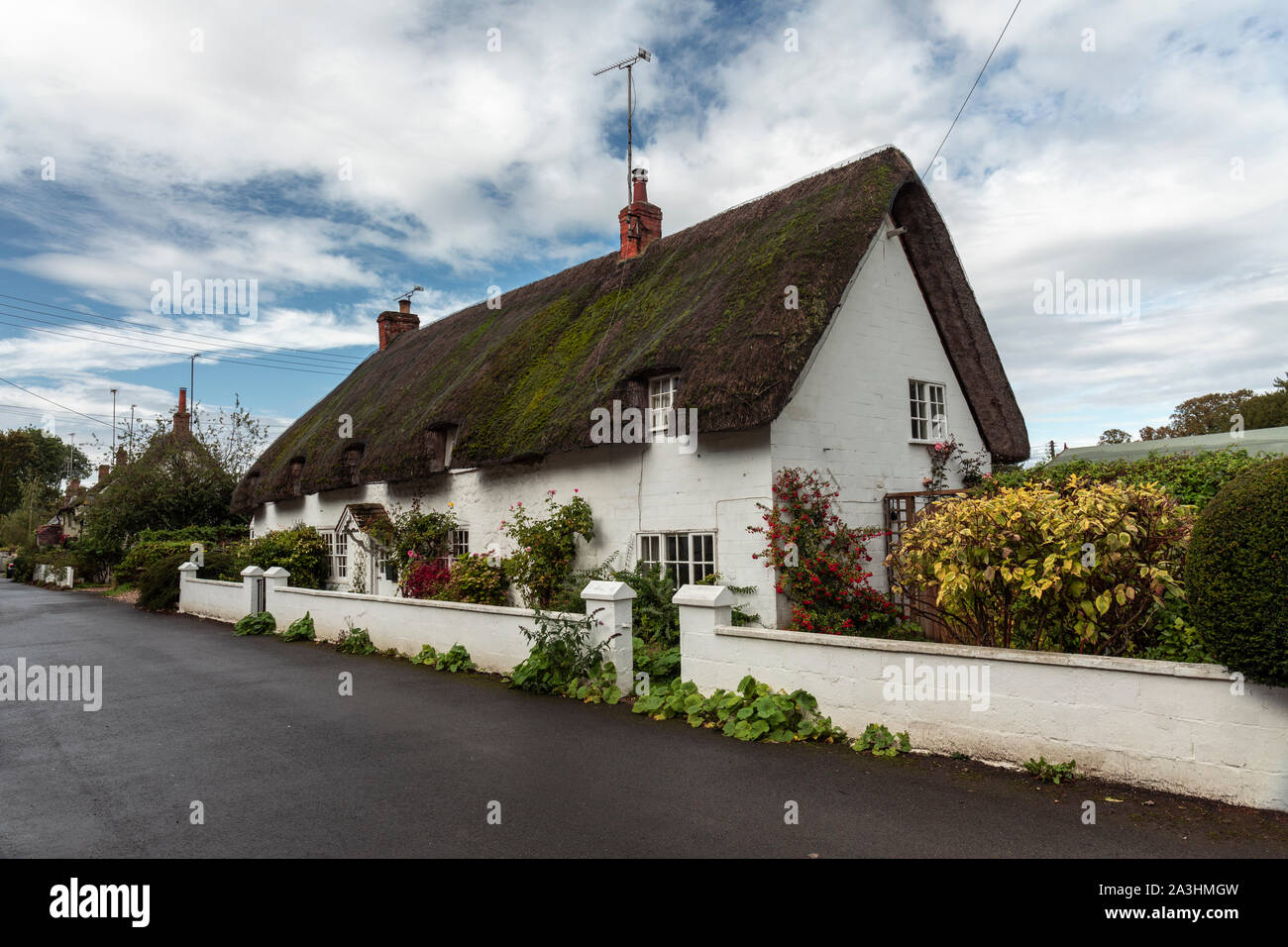 A white thatached cottage in Avebury village Wiltshire, England Stock Photo