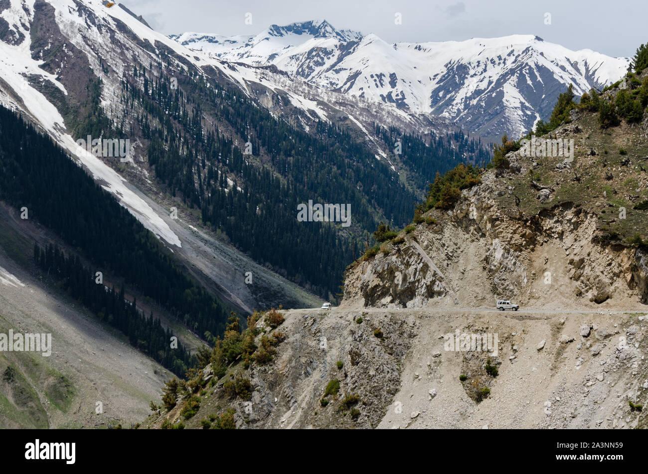 Vehicles making their way up the dangerous Zoji La Pass, Srinagar - Leh National Highway, Jammu and Kashmir, India Stock Photo