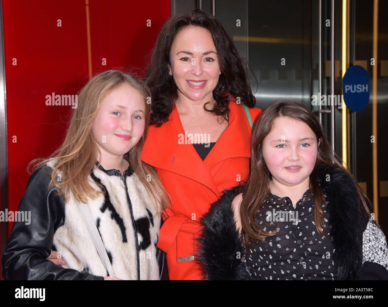 Photo Must Be Credited C Alpha Press 079796 06 12 2015 Samantha Spiro And Daughters At Matthew Bourne S Sleeping Beauty Gala Performance At Sadler S Wells Theatre In London Stock Photo Alamy