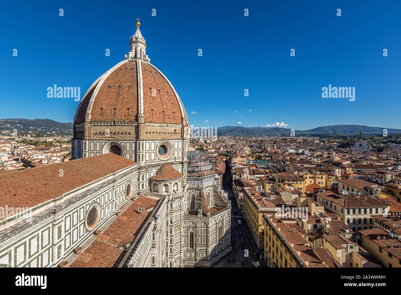 DOME OF THE SANTA MARIA DEL FIORE CATHEDRAL ABOVE THE OLD CITY OF FLORENCE, TUSCANY, ITALY Stock Photo