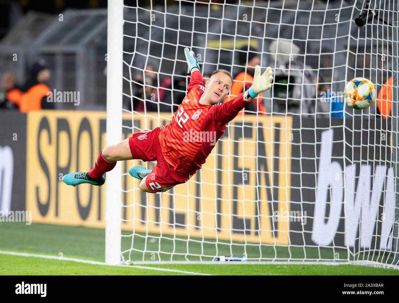 Goal to 2: 1 by Lucas ALARIO (ARG/not pictured) Goalkeeper Marc-Andre TER STEGEN (GER) stretches in vain, Action, Football Laenderpiel, Friendly Match, Germany (GER) - Argentina (ARG), on 09.10.2019 in Dortmund/Germany. ¬ | usage worldwide Stock Photo