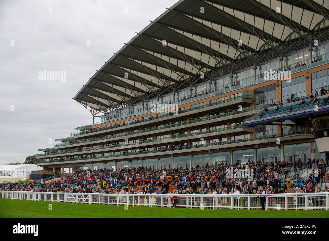 Autumn Racing Weekend & Ascot Beer Festival, Ascot Racecourse, Ascot, Berkshire, UK. 5th October, 2019. The Grandstand at Ascot Racecourse packed with racegoers enjoying the racing. Credit: Maureen McLean/Alamy Stock Photo
