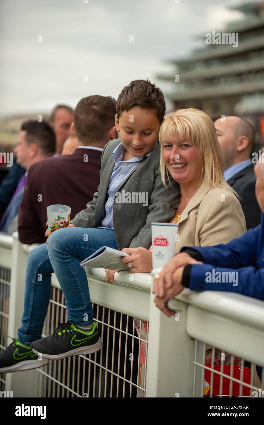 Autumn Racing Weekend & Ascot Beer Festival, Ascot Racecourse, Ascot, Berkshire, UK. 5th October, 2019. Racegoers enjoying the racing. Credit: Maureen McLean/Alamy Stock Photo