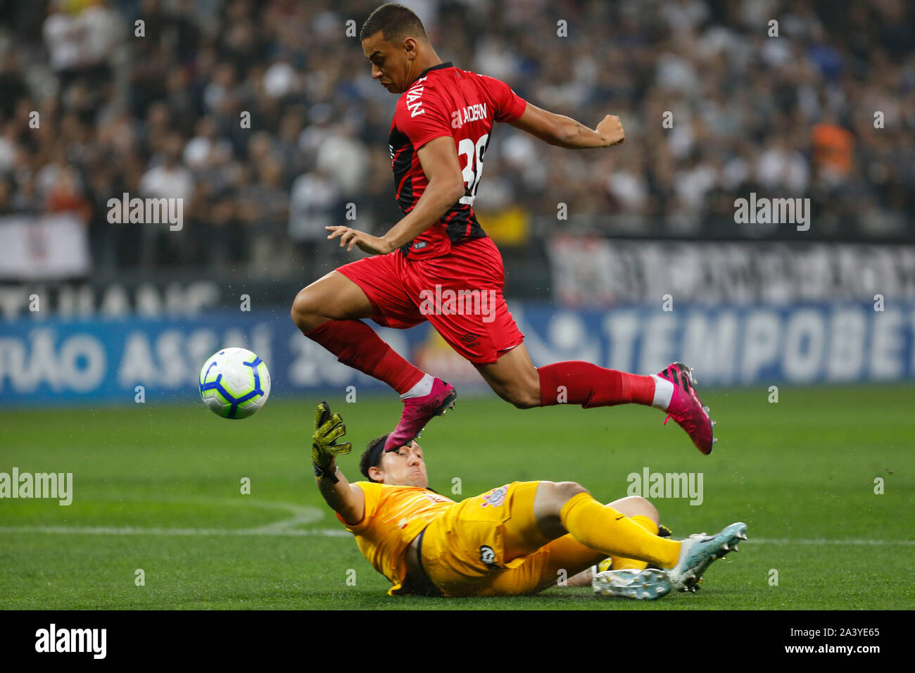 Sao Paulo Sp 10 10 2019 Corinthians X Athletico Paranaense Thonny Anderson Of Athletico Pr And Cassio