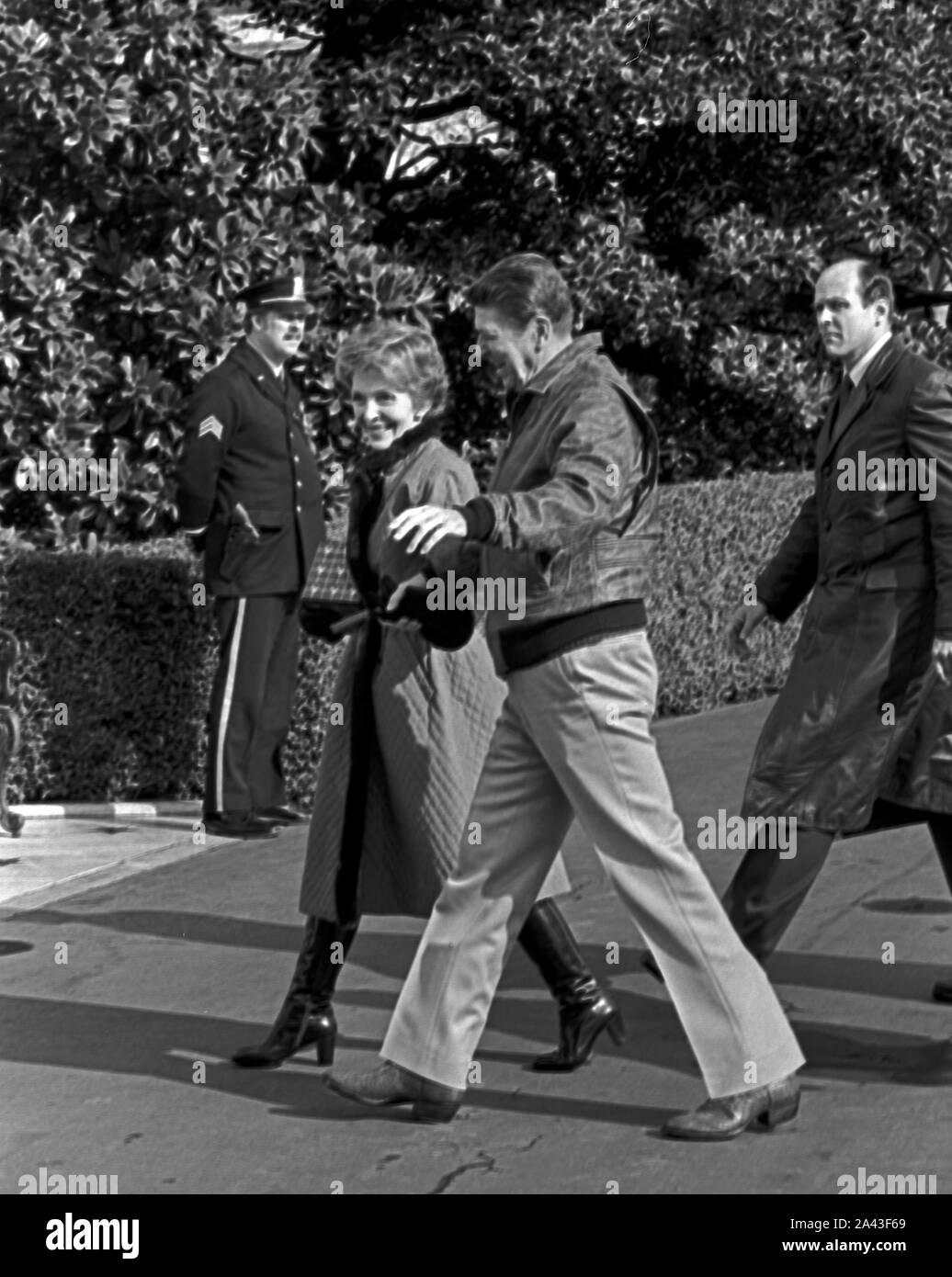 President Ronald Reagan and Nancy return from Camp David New 8x10 Photo