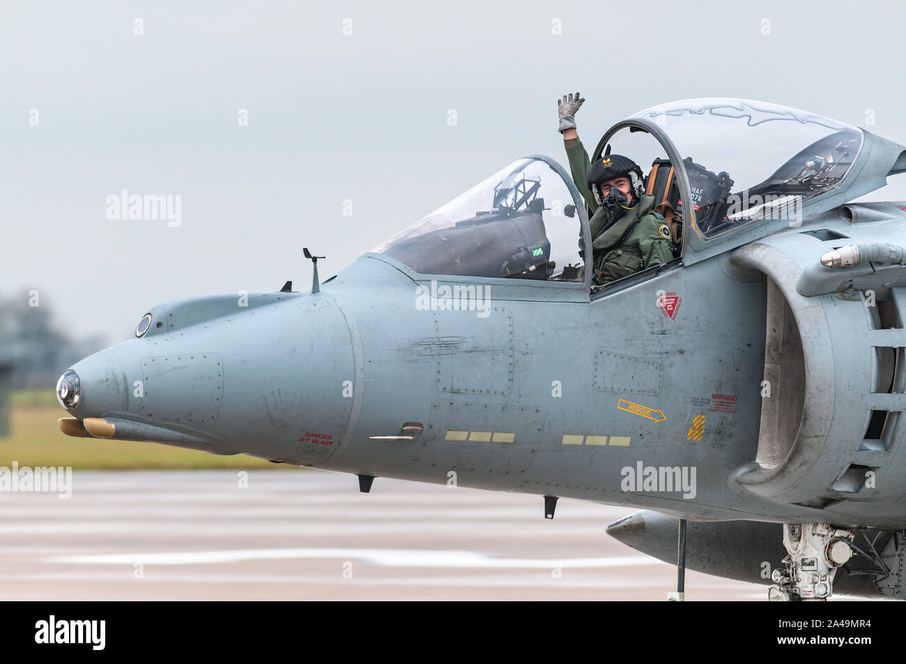RAF Harrier GR9 taxiing on runway with pilot waving after final flight on 15th December 2010, RAF Cottesmore Stock Photo
