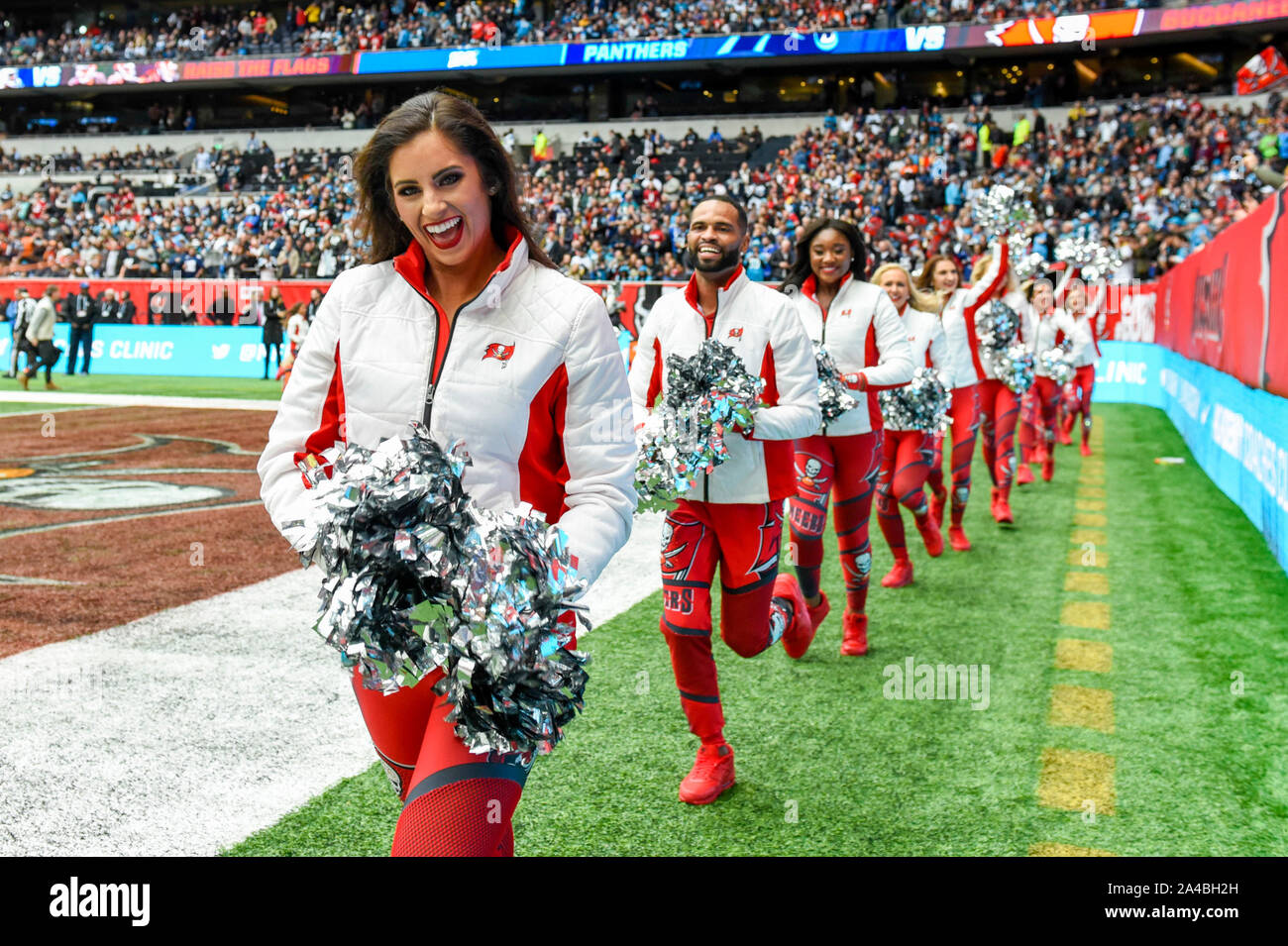 London, UK.  13 October 2019. Buccaneers cheerleaders ahead of the NFL match Tampa Bay Buccaneers v Carolina Panthers at Tottenham Hotspur Stadium. Final score Buccaneers 26, Panthers 37.   Credit: Stephen Chung / Alamy Live News Stock Photo
