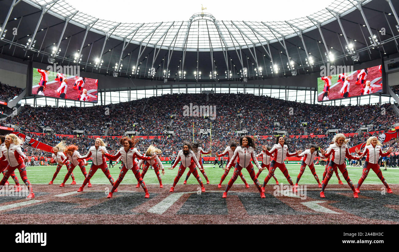 London, UK.  13 October 2019. Buccaneers cheerleaders during the NFL match Tampa Bay Buccaneers v Carolina Panthers at Tottenham Hotspur Stadium. Final score Buccaneers 26, Panthers 37.   Credit: Stephen Chung / Alamy Live News Stock Photo