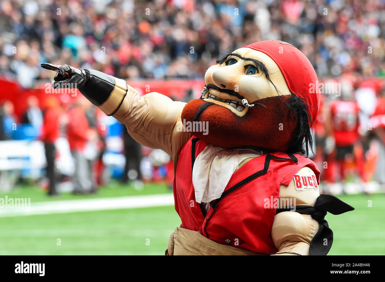 London, UK.  13 October 2019. Buccaneers mascot during the NFL match Tampa Bay Buccaneers v Carolina Panthers at Tottenham Hotspur Stadium. Final score Buccaneers 26, Panthers 37.   Credit: Stephen Chung / Alamy Live News Stock Photo