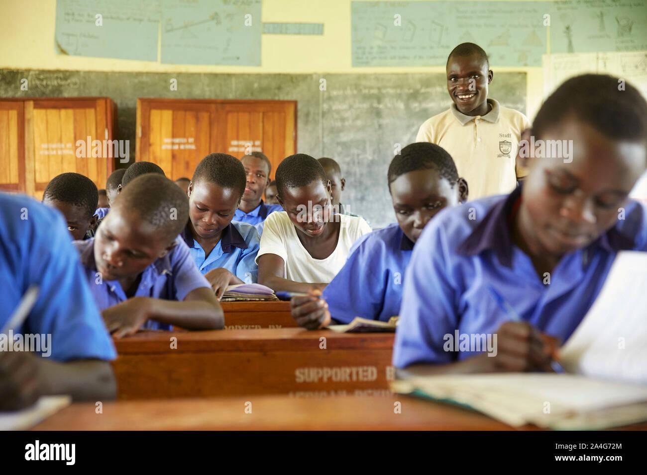 Uganda Oeganda Nwoya school children learning  3-06-2016 foto: Jaco Klamer Stock Photo