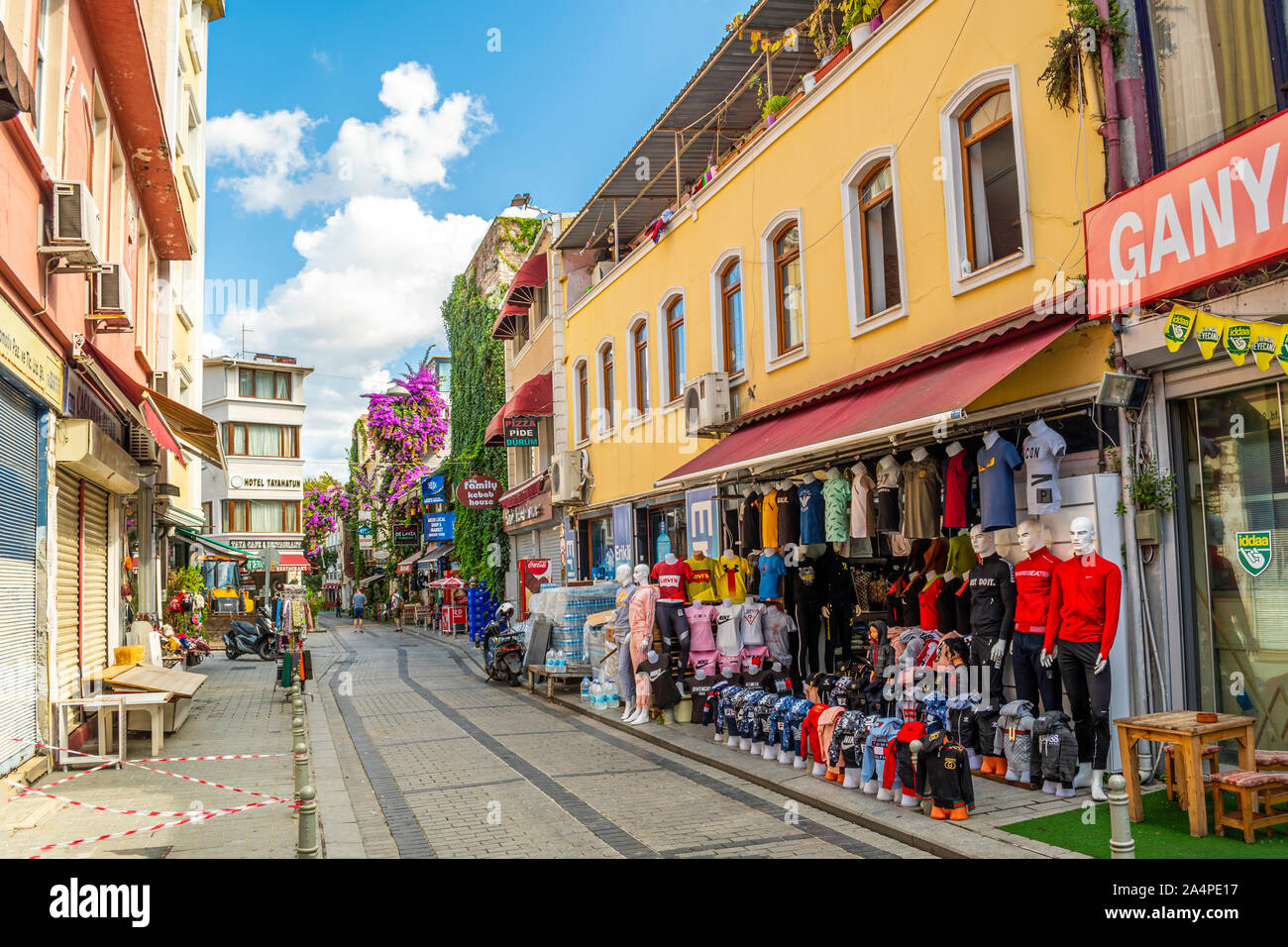 A colorful street full of gift and souvenir shops in the Sultanahmet district of Istanbul, Turkey Stock Photo