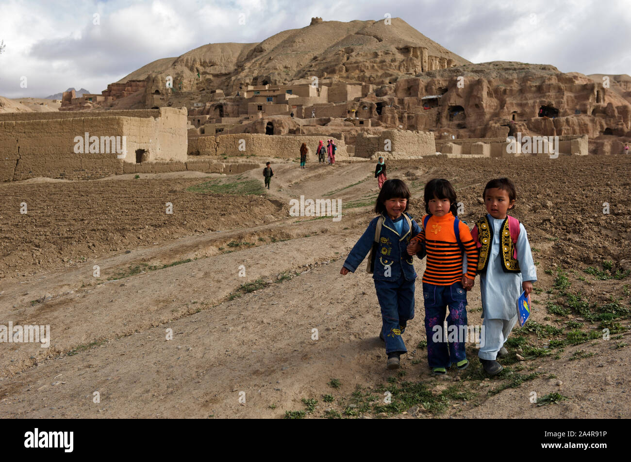 A group of children on their way to school from their village on the hills of Bamyan, in Bamyan province, Afghanistan. May 11, 2009. Stock Photo