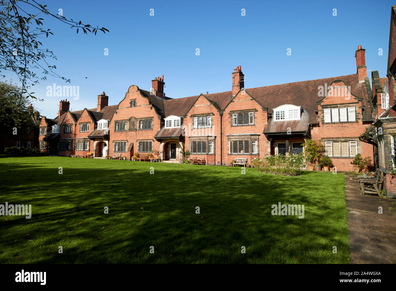 houses on bath street around a lawn by j. j. talbot Port Sunlight England UK Stock Photo