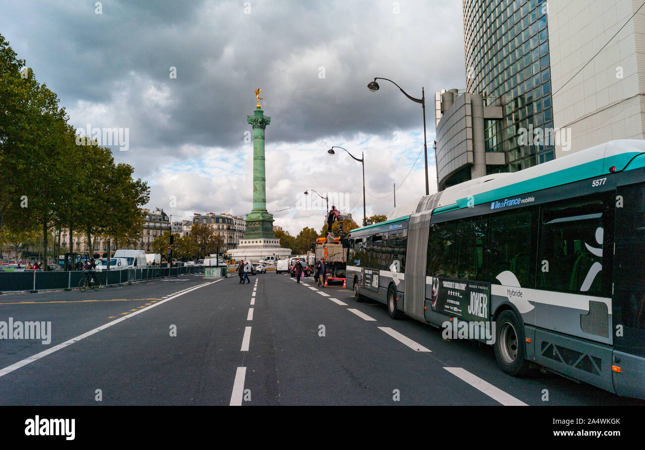 Paris, France - 3rd October, 2019:  Bus stopped by Place de la Bastille and opera in central Paris Stock Photo
