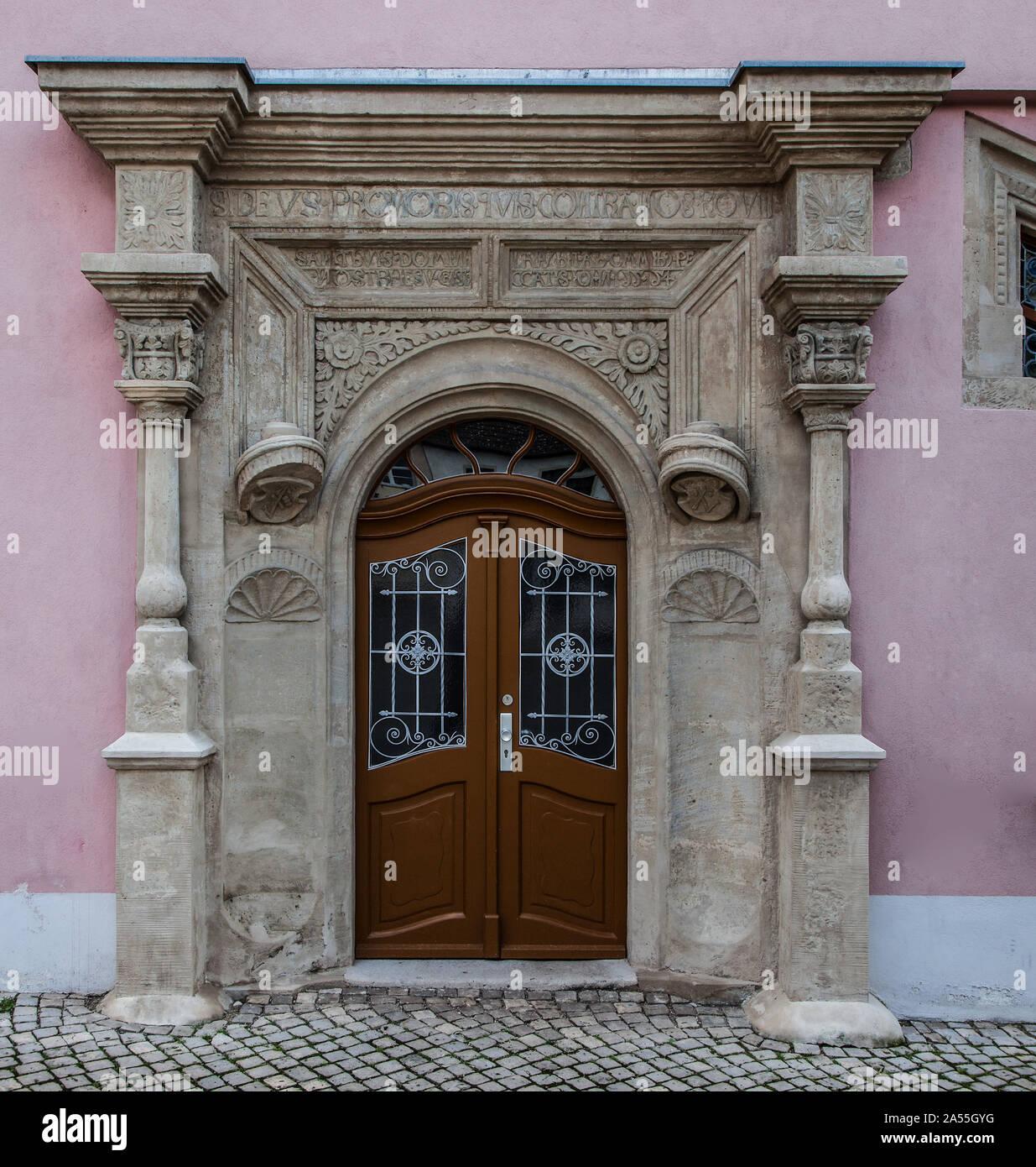 Freyburg Unstrut. Haus Markt 14. Renaissance-Sitznischenportal inschriftlich auf 1554 datiert Stock Photo