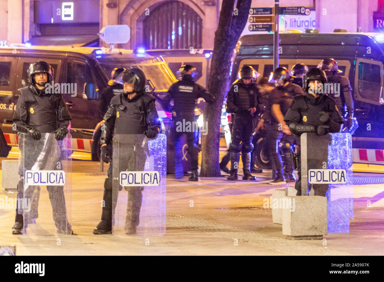 Barcelona, Spain - October 18, 2019: Spanish police on Via Laietana in Barcelona during the protests agains the jailing of the Catalan leaders Credit: Dino Geromella/Alamy Live News Stock Photo