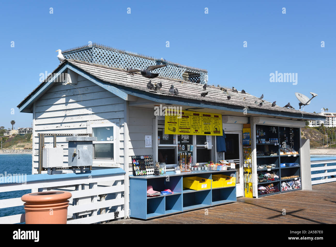 SAN CLEMENTE, CALIFORNIA - 18 OCT 2019: The Pier Grill, a snack shack and souvenir store on the San Clemente Pier. Stock Photo
