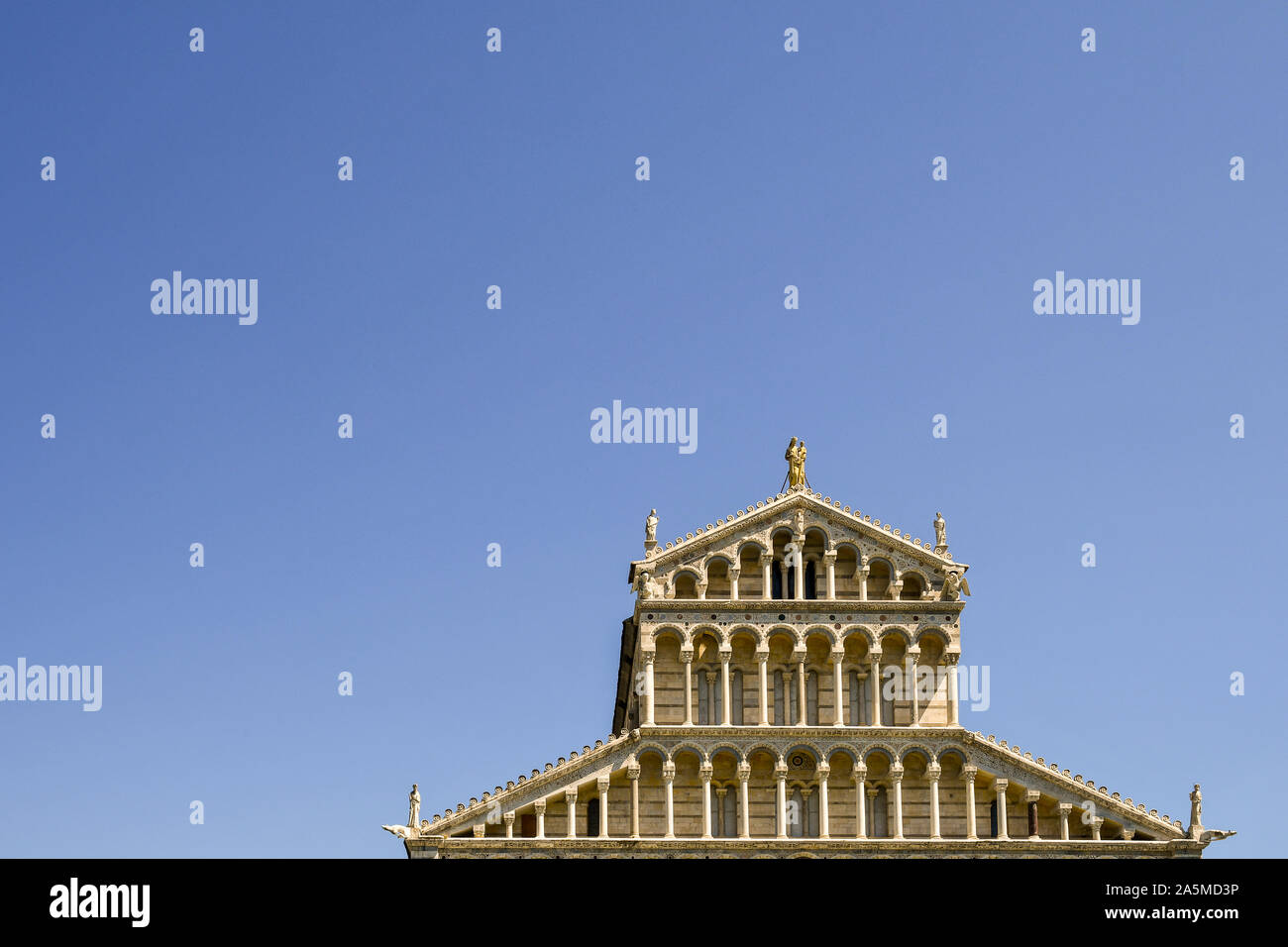 Top exterior of the façade of Pisa Cathedral (Duomo di Santa Maria Assunta) in the famous Piazza dei Miracoli against clear blue sky, Tuscany, Italy Stock Photo