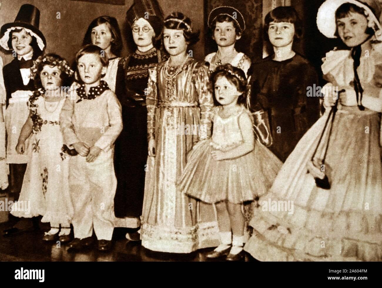 Photograph Of Young Princess Elizabeth 1926 Princess Margaret