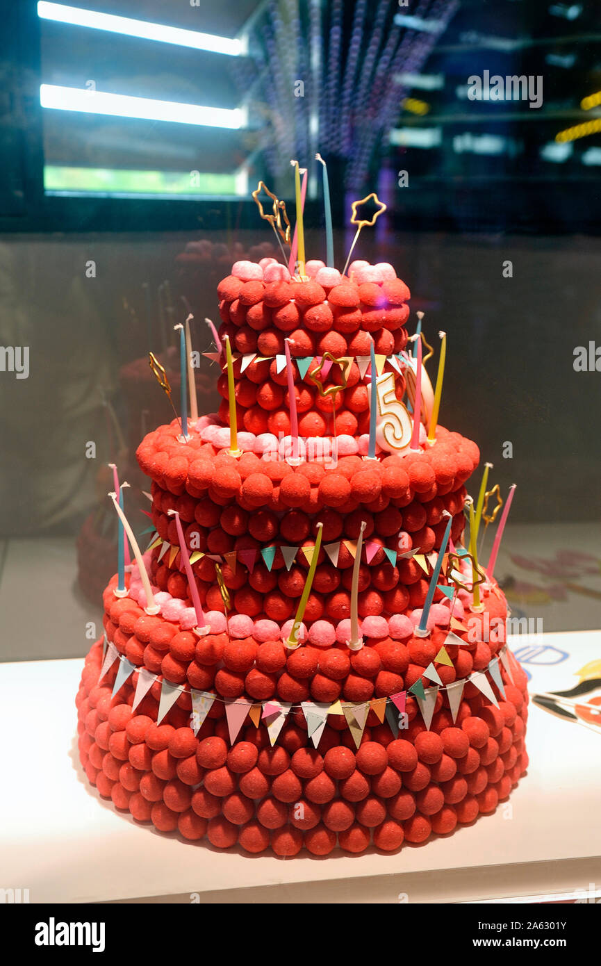 Superb Presentation Of Tagada Strawberries In The Form Of A Birthday Cake Funny Birthday Cards Online Overcheapnameinfo