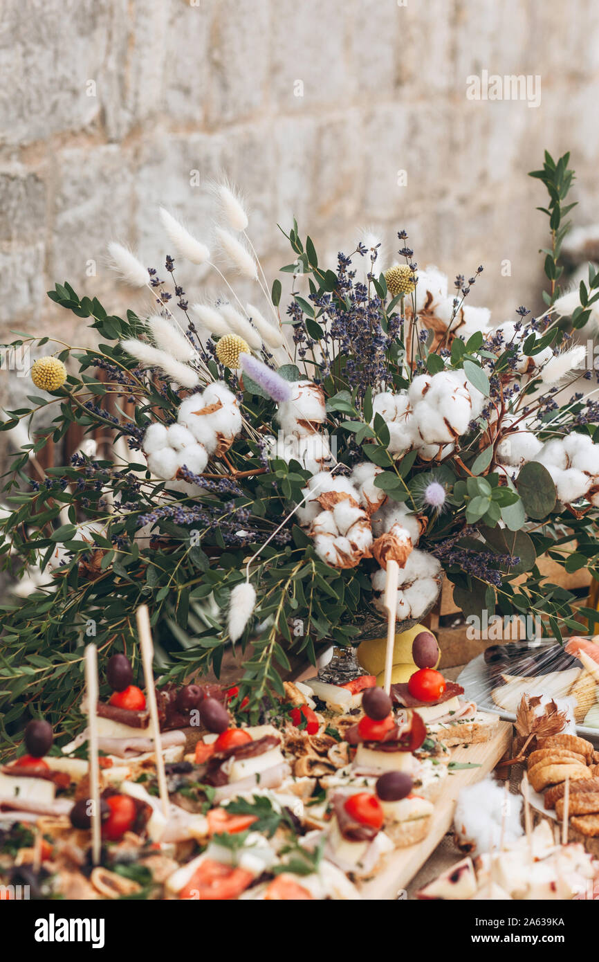 Dried Flower Arrangement On Table High Resolution Stock Photography And Images Alamy