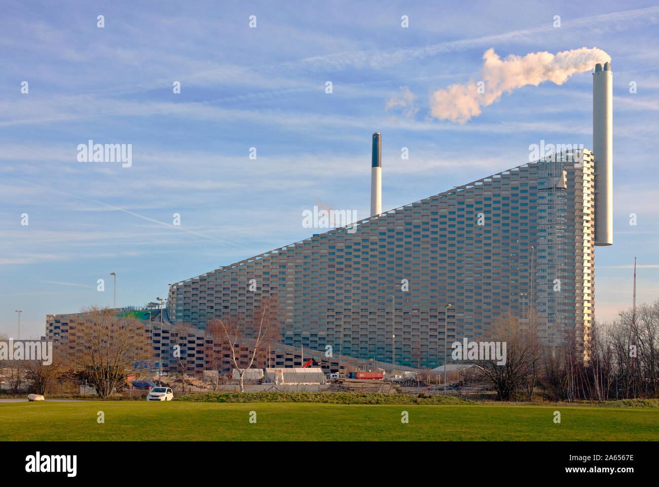 Amager ski slope, the Copenhill ski slope, hiking area, on the waste-to-energy plant Amager Ressource Center, Copenhagen. Architect Bjarke Ingels BIG. Stock Photo