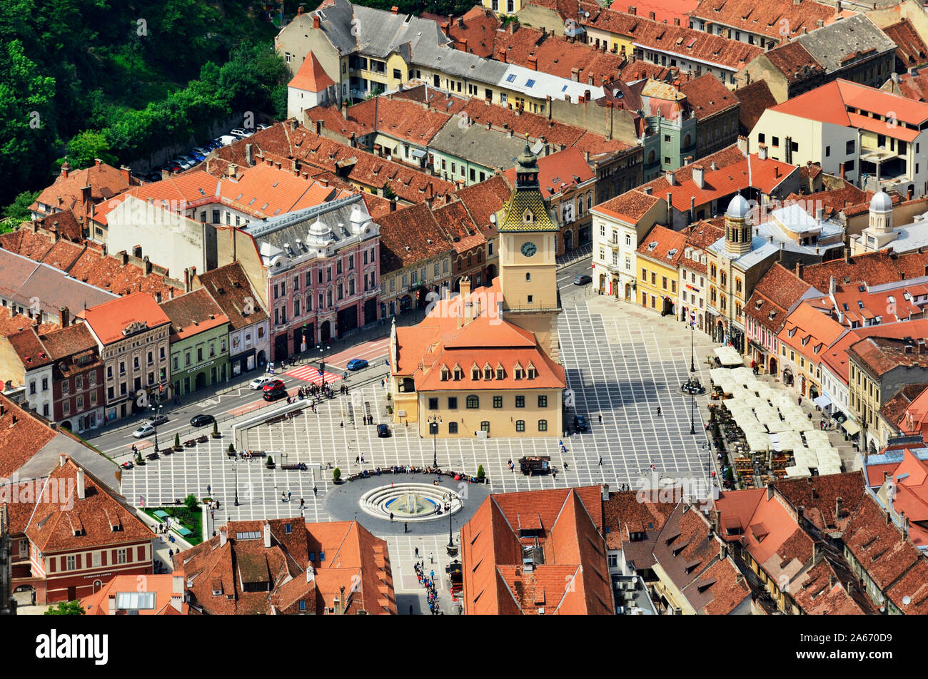 Piata Sfatului (Council Square) with the former Council House, built in 1420, and the old town. Brasov, Transylvania. Romania Stock Photo