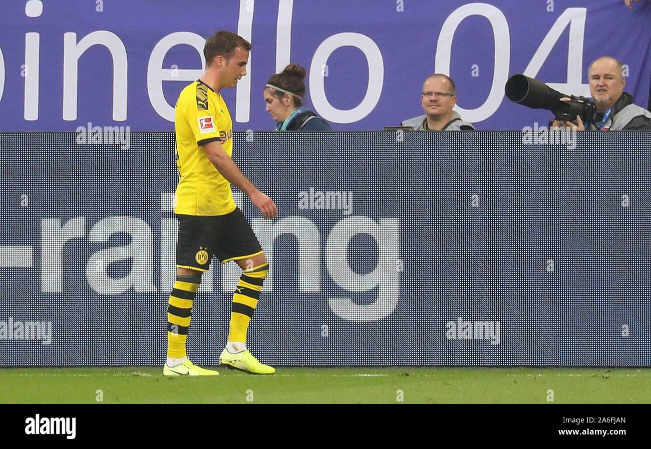 Gelsenkirchen, Deutschland. 26th Oct, 2019. firo: 26.10.2019, football, football: 1.Bundesliga, season 2019/2020, FC Schalke 04 - BVB Borussia Dortmund exchange mario gotze | usage worldwide Credit: dpa/Alamy Live News Stock Photo