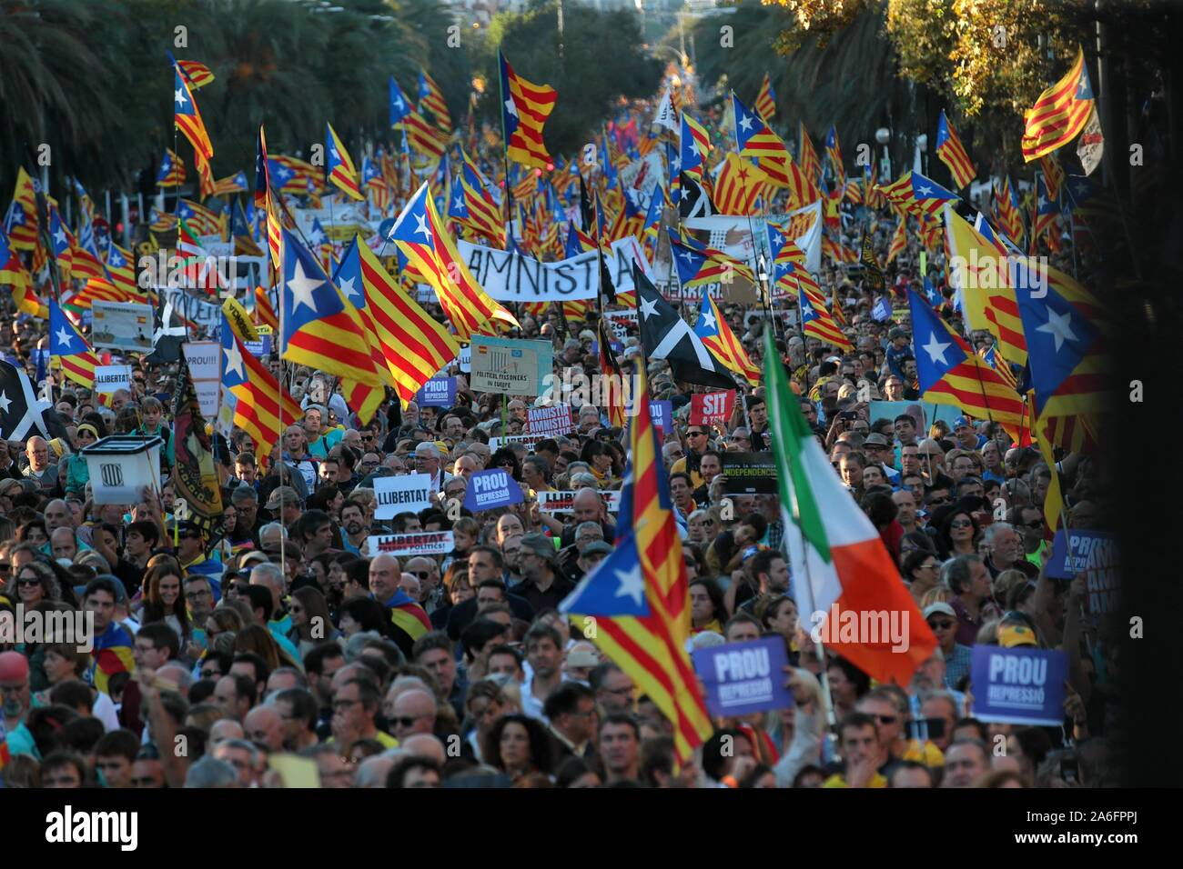 "Barcelona, Spain. 26th Oct, 2019. Barcelona, ??Catalunya, Spain, 26/10/2019.- ""Freedom"" is the word with which they name the demonstration of thousands of Catalans in Barcelona and demanding the freedom of political prisoners and the independence of Catalonia.Credit: Juan Carlos Rojas/Picture Alliance 