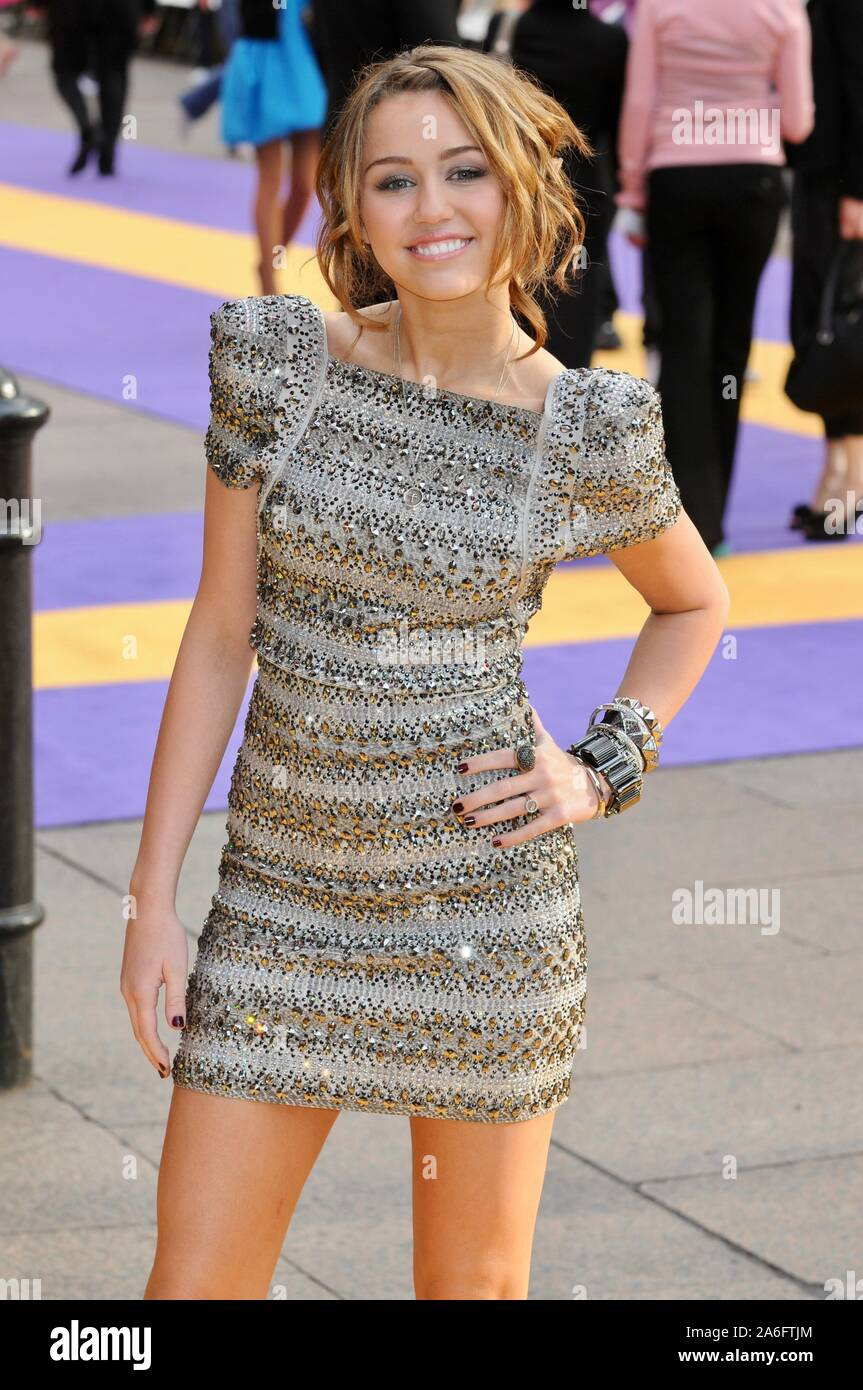 Miley Cyrus Premiere Of Hannah Montana Odeon Leicester Square London Uk Stock Photo Alamy
