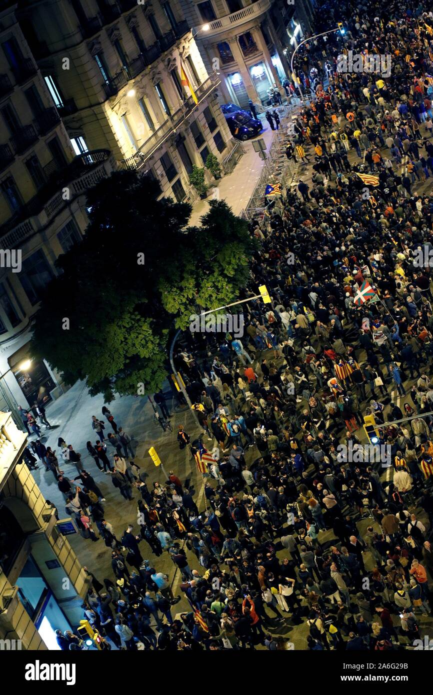 Barcelona, Spain. 26th Oct, 2019. Thousands attend a protest in Barcelona, Spain, 26 October 2019. Catalonia region in Spain is witnessing massive demonstrations and riots against the Supreme Court ruling of prison terms against the Catalan political leaders accused of organizing the Catalan illegal referendum held in October 2017.EFE/ALEJANDRO GARCIA Credit: EFE News Agency/Alamy Live News Stock Photo