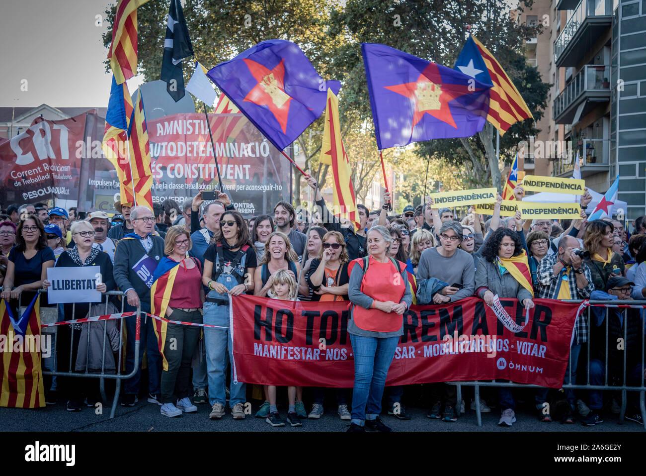 Barcelona Cataluña el dia 26 de octubre 2019 la asociaciones separatista  se manifiesta en Barcelona con el lema libertad políticos presos  BCN 2019 Stock Photo