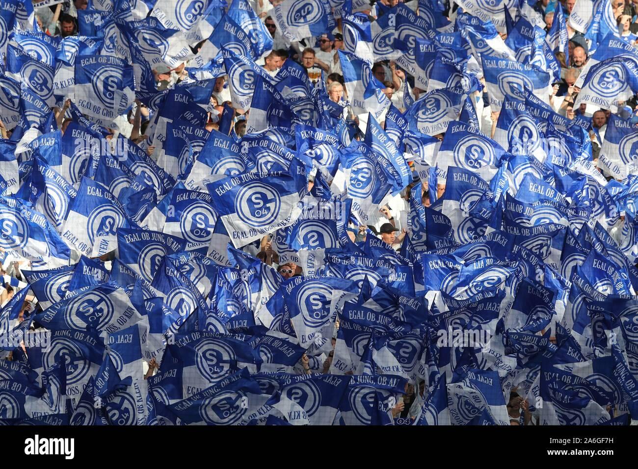 Gelsenkirchen, Deutschland. 26th Oct, 2019. firo: 26.10.2019, Football, 1.Bundesliga, Season 2019/2020, Derby, Revierderby, FC Schalke 04 - BVB, Borussia Dortmund 0: 0 fans Schalke, Fahnenmeer | usage worldwide Credit: dpa/Alamy Live News Stock Photo
