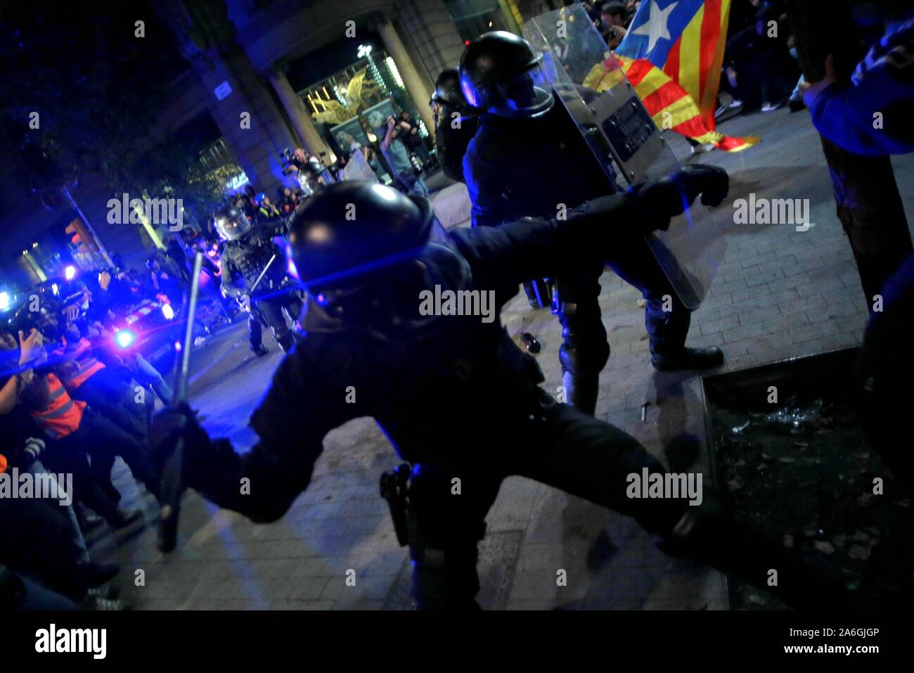 Barcelona, Spain. 26th Oct, 2019. Barcelona, Catalunya, Spain, 10/26/2019.- Police charge against protesters in the streets of Barcelona after the demonstration called freedom.Credit: Juan Carlos Rojas/Picture Alliance | usage worldwide/dpa/Alamy Live News Stock Photo