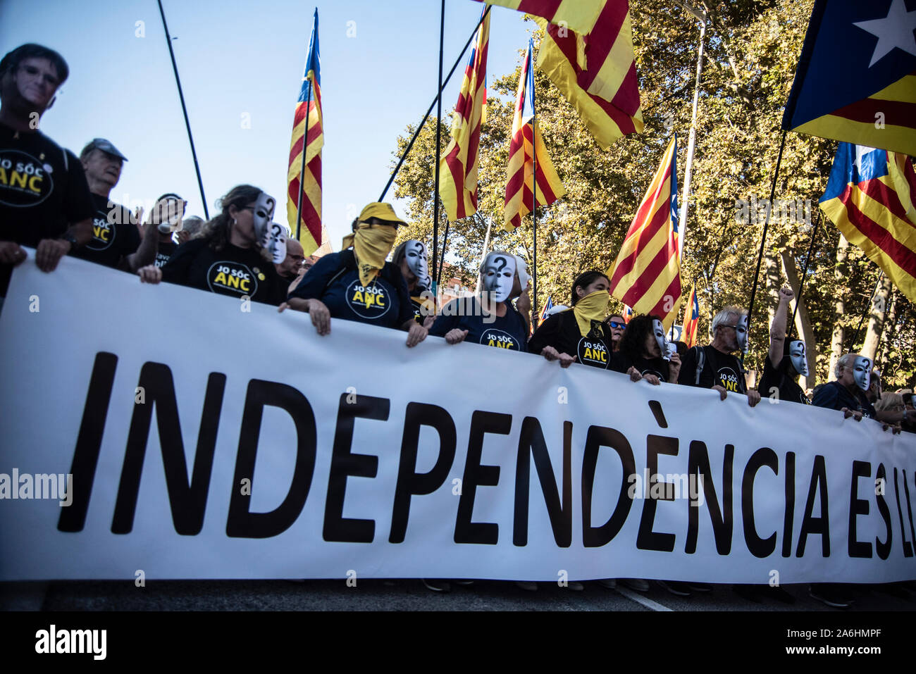 Barcelona, Spain. 26th Oct, 2019. A group of protesters hold a banner that says independence and independence flags during the demonstration.Several independent associations have convened in Barcelona a demonstration for the freedom of political prisoners in which 350000 people participated. Credit: SOPA Images Limited/Alamy Live News Stock Photo