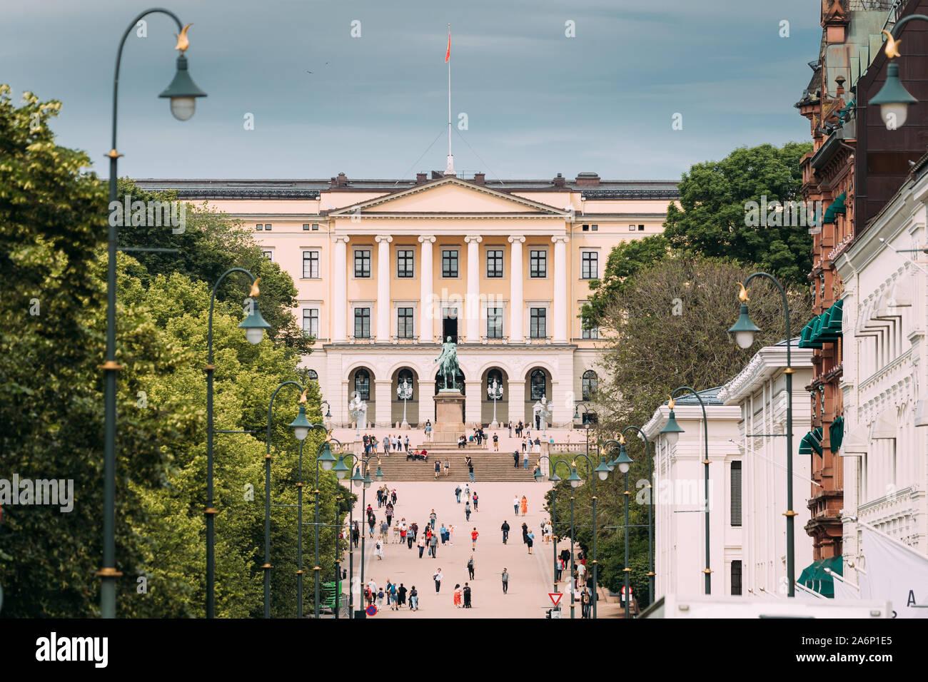 Oslo, Norway - June 24, 2019: People Walking Near Royal Palace (Det Kongelige Slott) In Oslo, The Capital Of Norway. Stock Photo