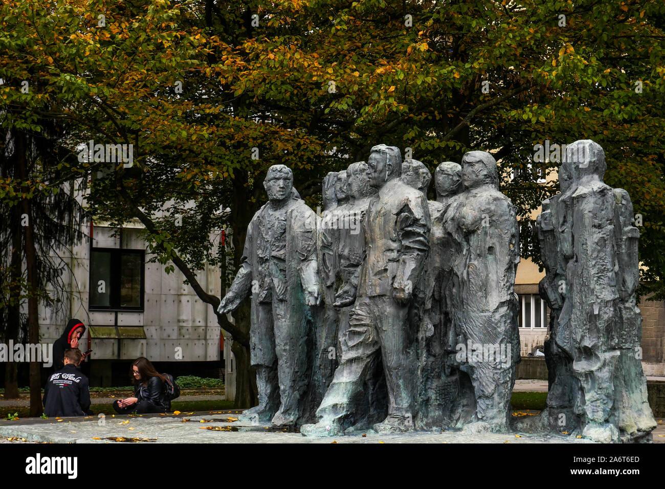 Monument To Edvardu Kardelju Spomenik Edvardu Kardelju Bronze