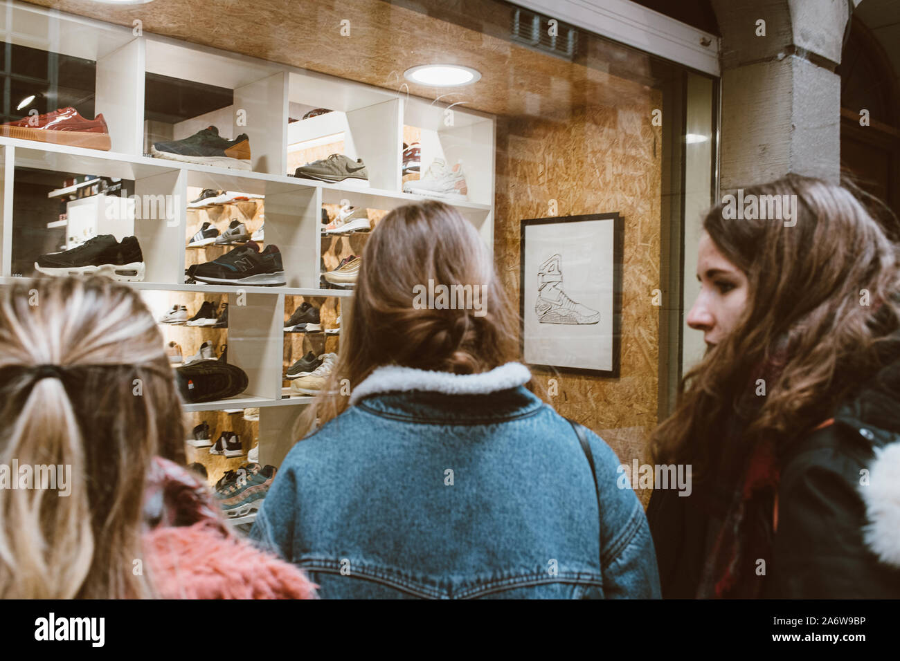 New Balance Store High Resolution Stock Photography and Images - Alamy