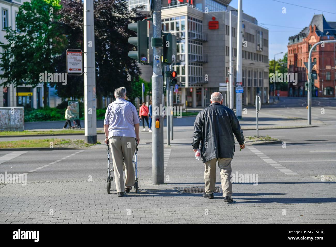 Fußgänger, Breitscheidplatz, Cottbus, Brandenburg, Deutschland Stock Photo