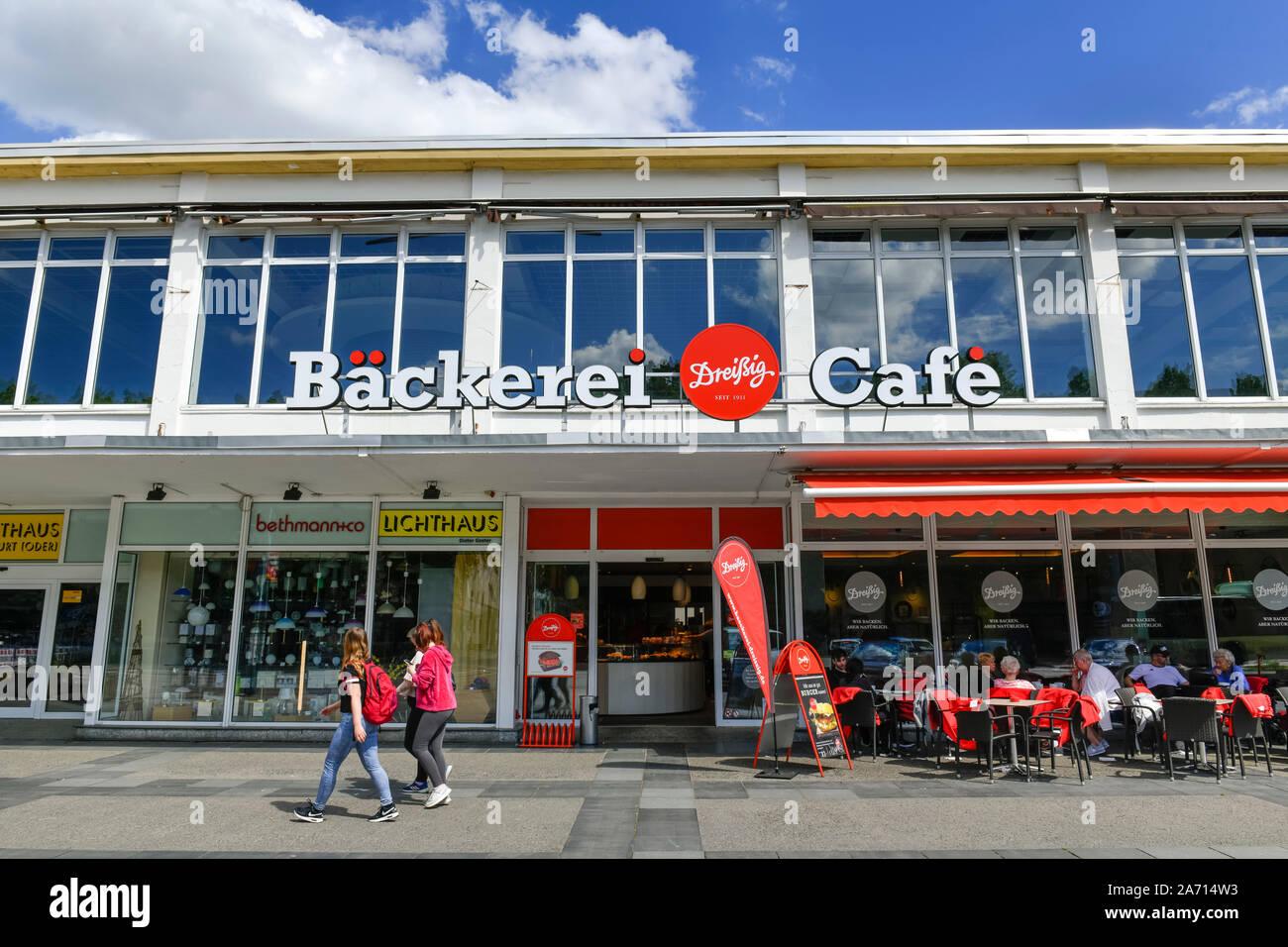 Bäckerei und Cafe Dreißig, Karl-Marx-Straße, Frankfurt an der Oder, Brandenburg, Deutschland Stock Photo