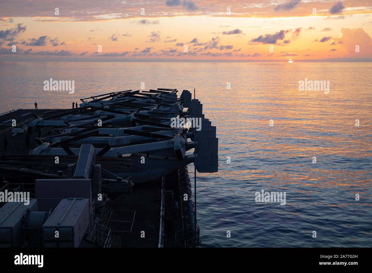 191029-N-MH210-1044  ATLANTIC OCEAN (Oct. 29, 2019) - The amphibious assault ship USS Bataan (LHD 5) sails on the Atlantic Ocean, Oct. 29, 2019. Bataan is underway conducting a composite training unit exercise (COMPTUEX) with the Bataan Amphibious Ready Group and 26th Marine Expeditionary Unit. (U.S. Navy photo by Mass Communication Specialist 2nd Class Zachary A. Anderson) Stock Photo