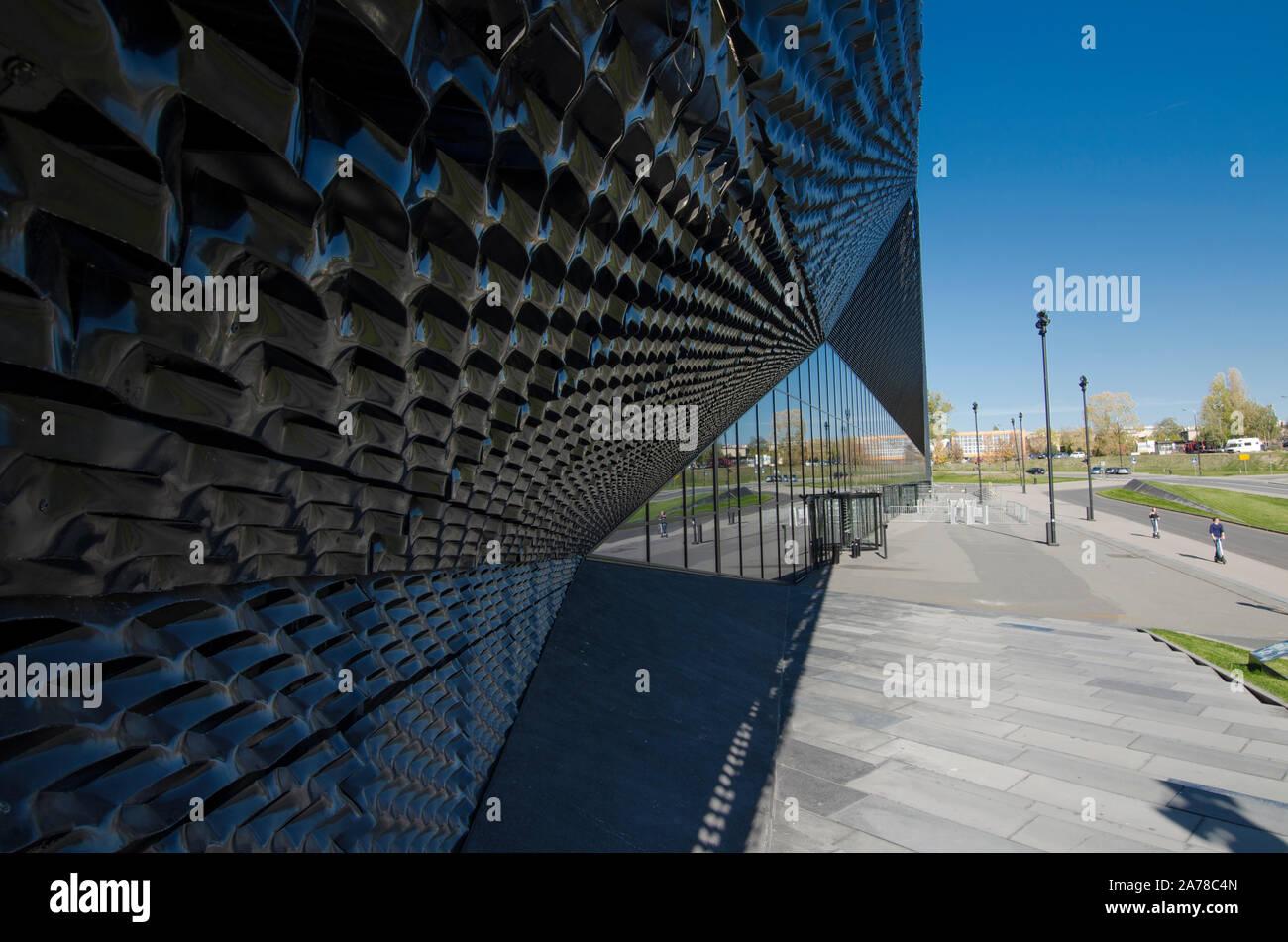 Alu Design Vaison La Romaine the triangular facade stock photos & the triangular facade