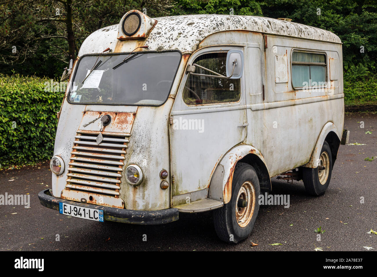 Old Renault High Resolution Stock Photography And Images Alamy