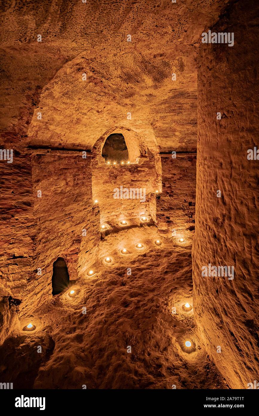 Italia Marche Osimo Grotte Simonetti Sala circolare dell'iniziazione| Italy Marche Osimo Simonetti Caves circular room of initiation Stock Photo